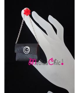 Broche de piel bolsito modelo negro cadena